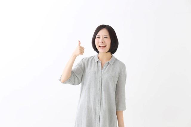 エポスカードの優待を使う女性